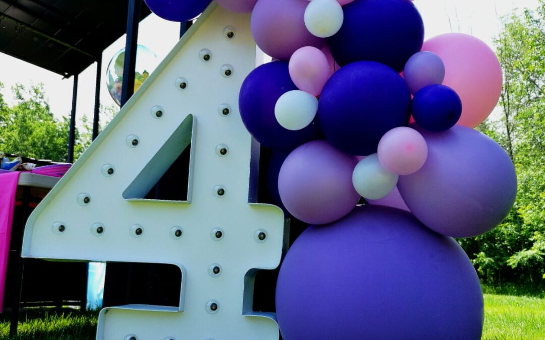 Decorating with Balloons Outdoors in Orlando
